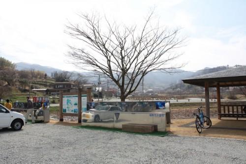 観光案内所近くの東屋の横に水飲み場も設置されていました。