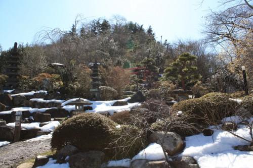 公園内にはまだ少し雪が見受けられました。