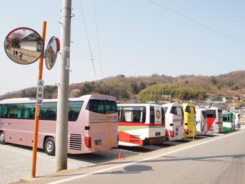 遠方からの観光バスもズラリ