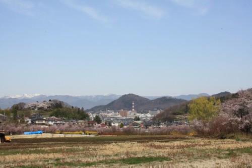 真ん中は信夫山