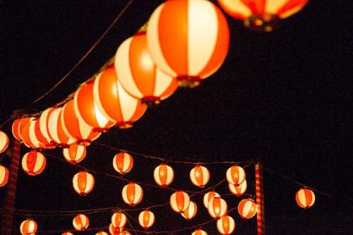 祭りの提灯