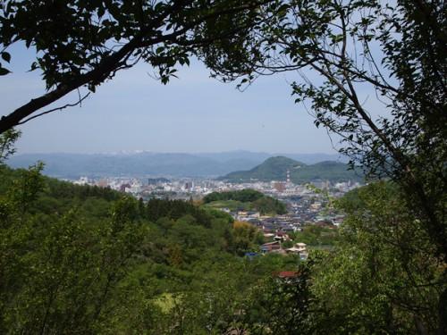 花見山中腹からの眺めは初夏の雰囲気でした