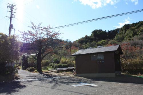 福島県福島市花見山公園2020年11月5日画像。案内小屋
